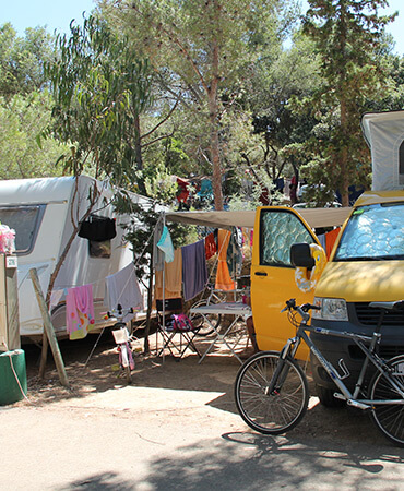 Camping Giens Camping pitches: CARAVANS and CAMPERVANS